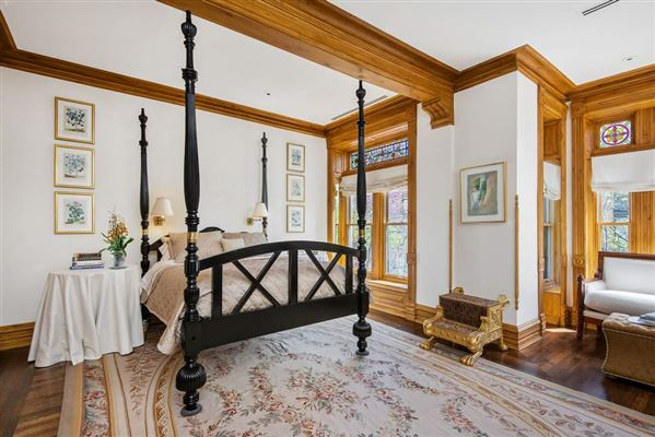 Luxury properties fabulous Gold Coast 1898 row house