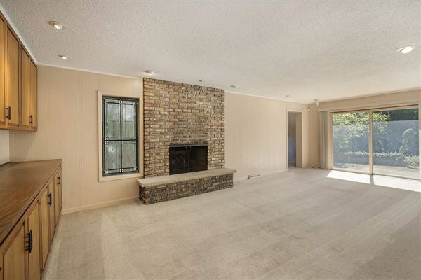 Luxury real estate rental in a coveted East Glencoe location