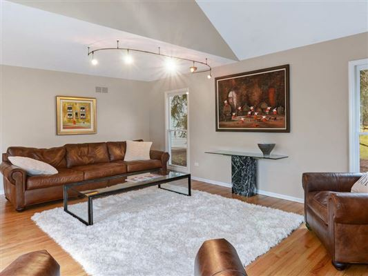 Luxury homes in rental home in very convenient location