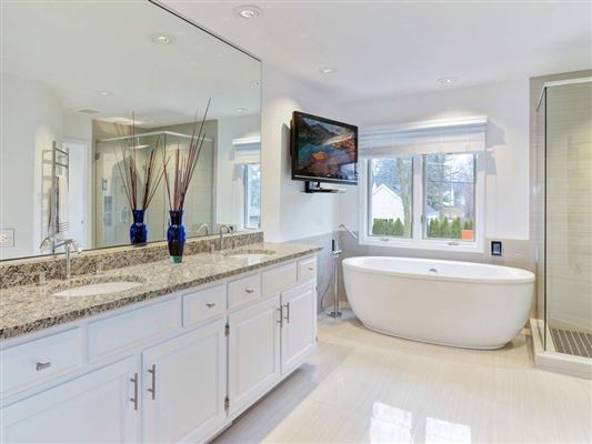 Luxury homes rental home in very convenient location