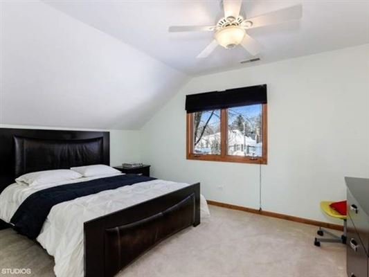 Mansions in rental home in very convenient location