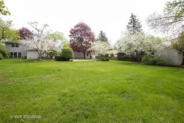 fabulous home for rent in Northbrook luxury real estate