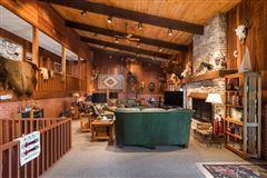 Cloverleaf Ranch mansions