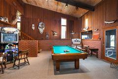 Mansions in Cloverleaf Ranch