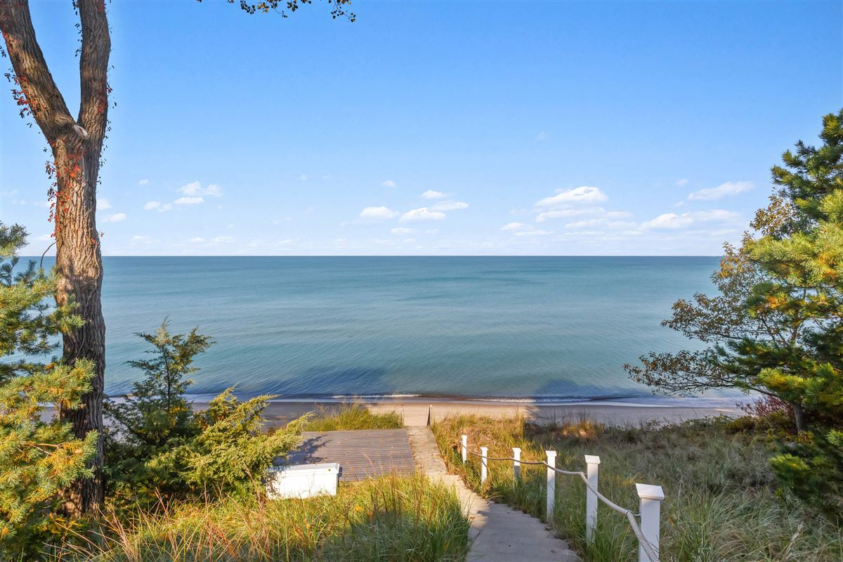 spectacular Lake Michigan home with sandy beach luxury real estate