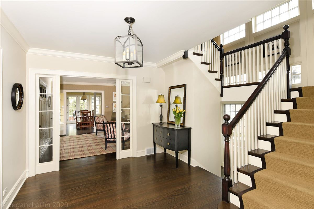 beautifully renovated classic East Wilmette colonial luxury homes