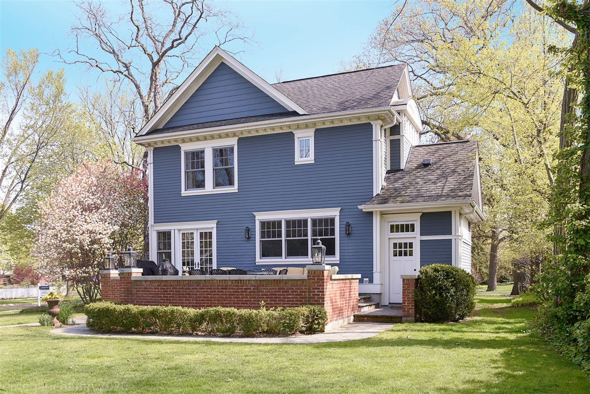 beautifully renovated classic East Wilmette colonial luxury properties