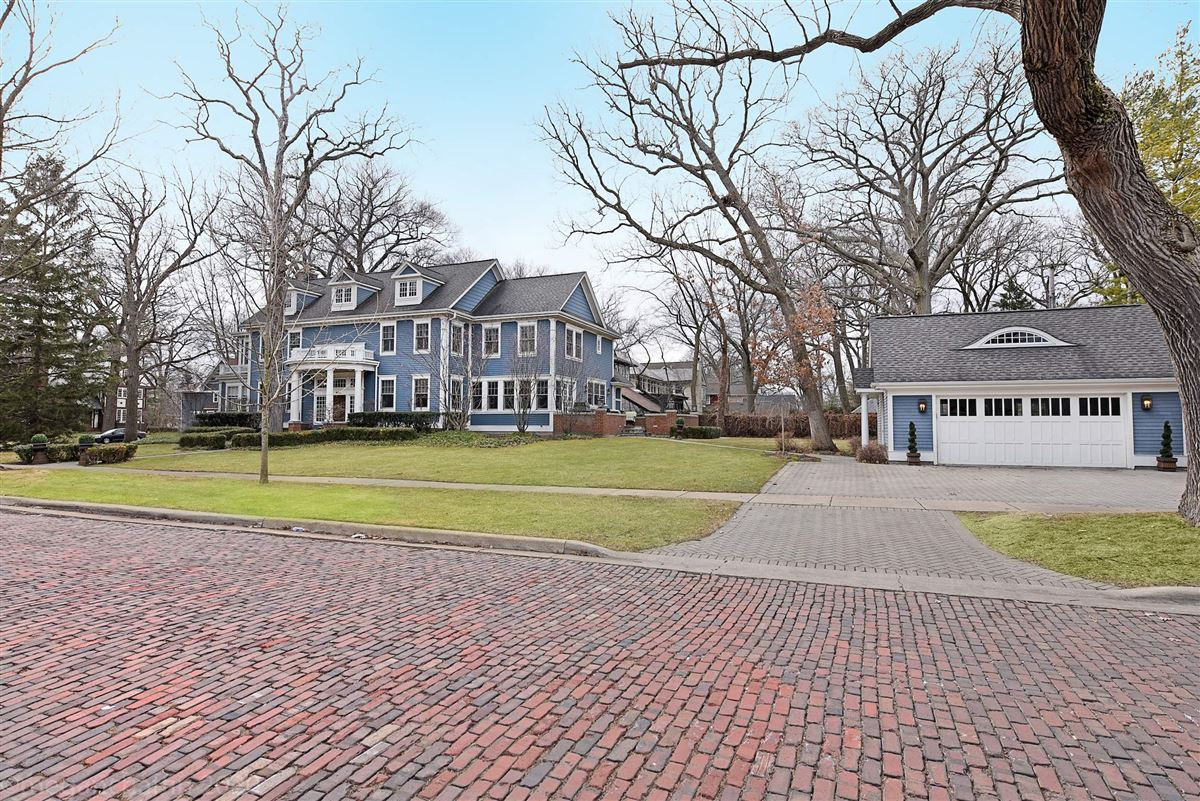 beautifully renovated classic East Wilmette colonial luxury real estate