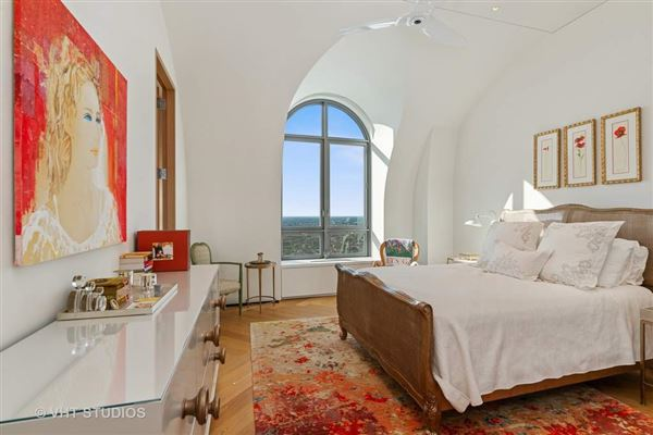 architecturally significant penthouse at L P 2550  luxury homes