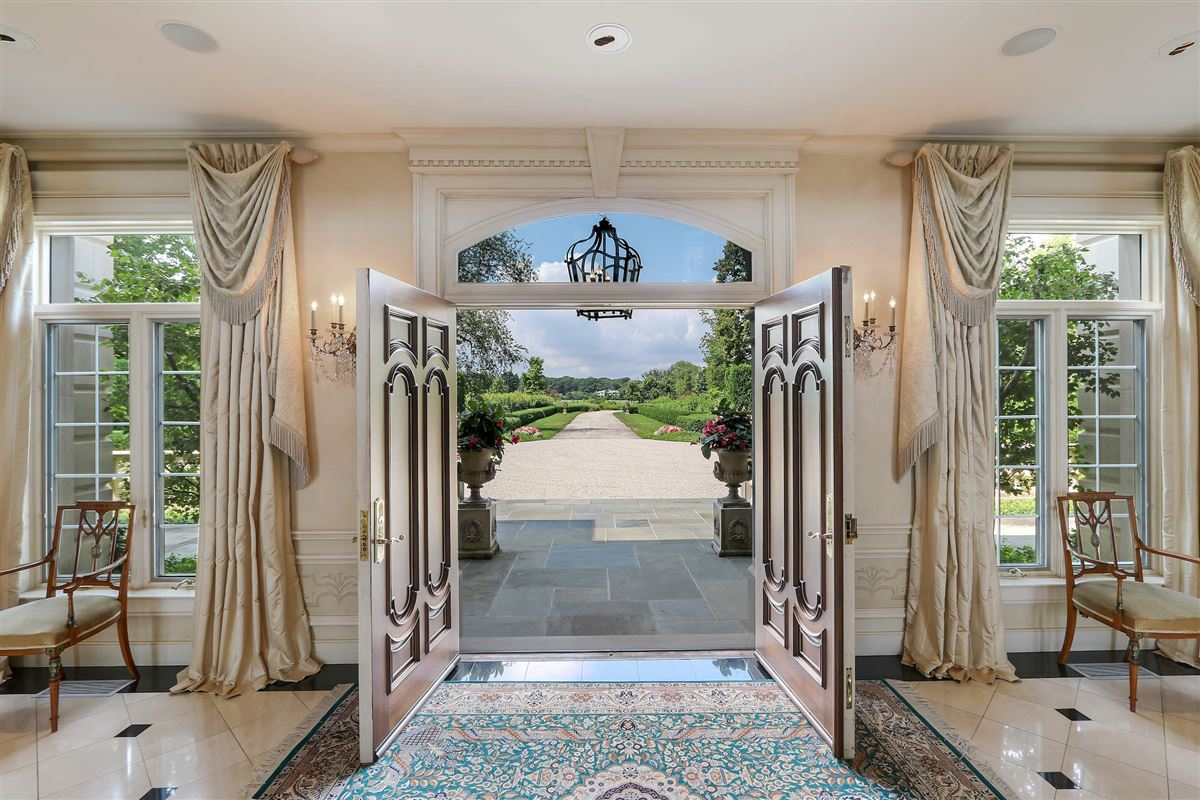 Luxury homes magnificent lakefront estate