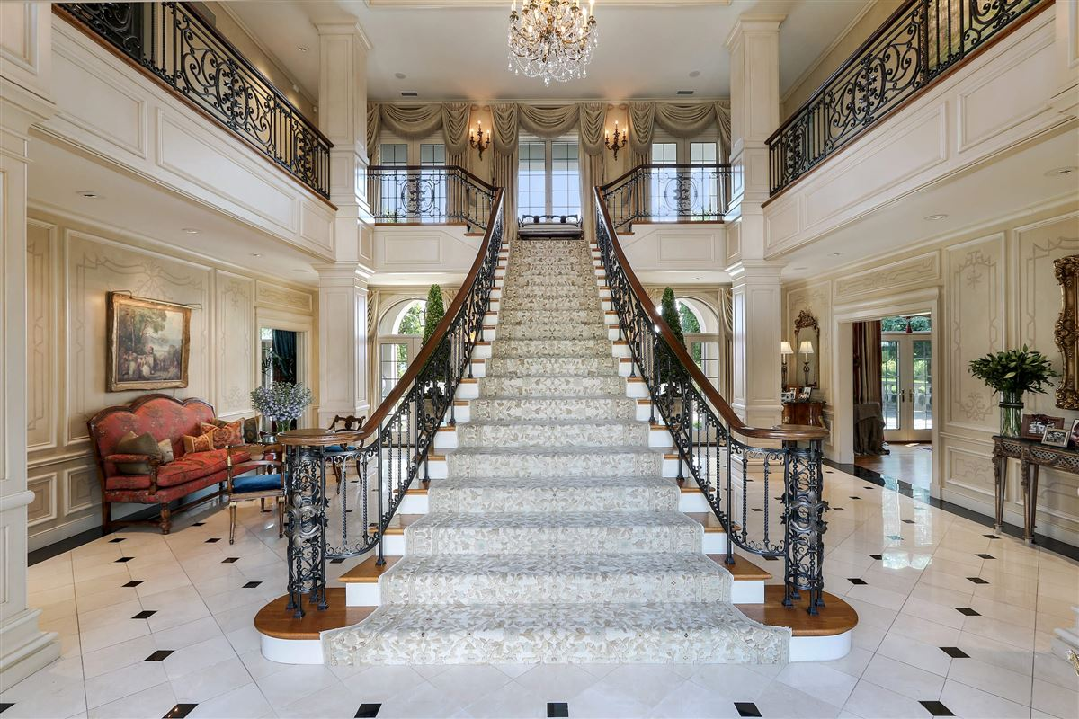 magnificent lakefront estate luxury homes