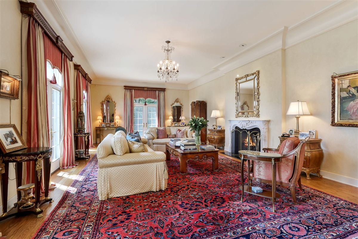 magnificent lakefront estate luxury real estate