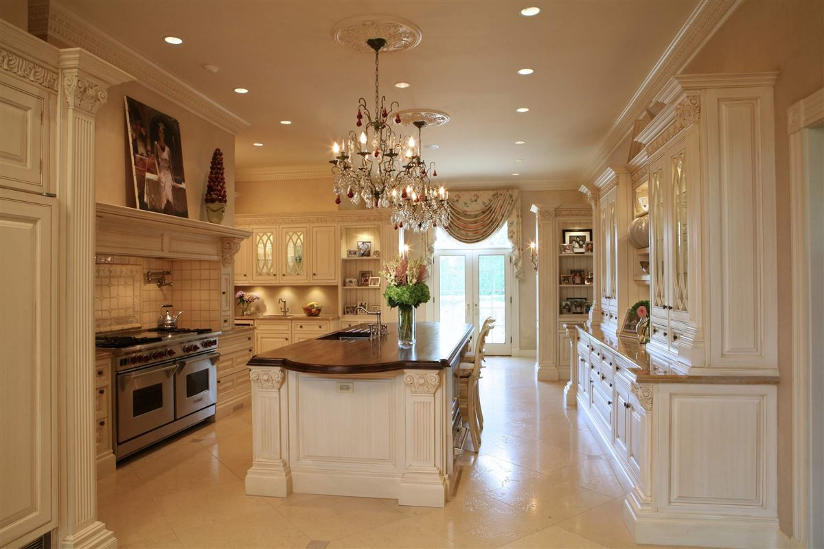 Luxury homes in magnificent lakefront estate