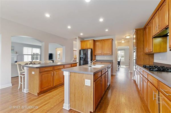 Luxury properties beautiful and spacious home in great location