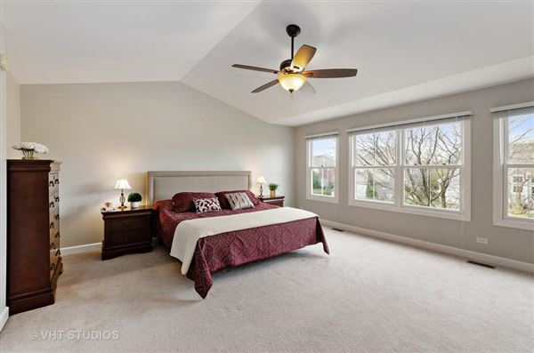 Luxury homes in beautiful and spacious home in great location