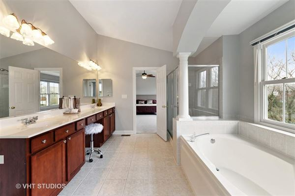 Mansions in beautiful and spacious home in great location