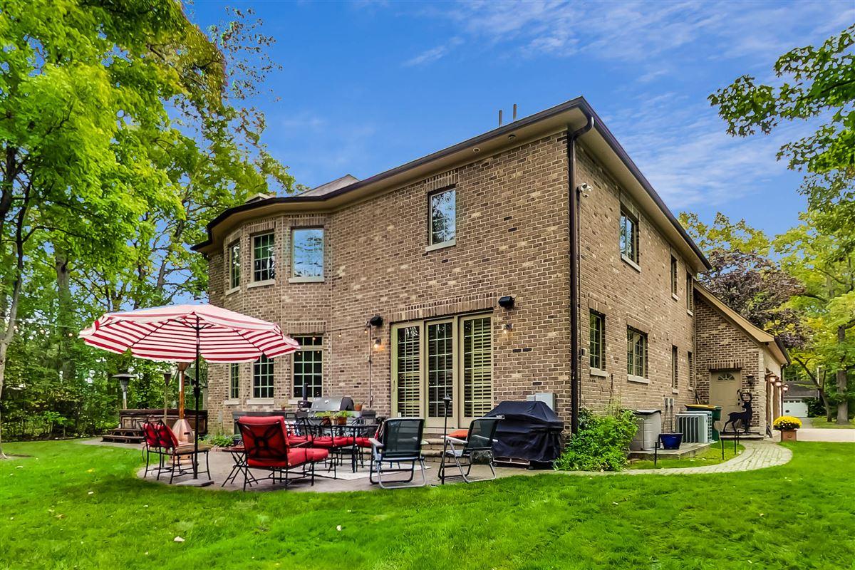 Luxury homes in 35 Berkshire