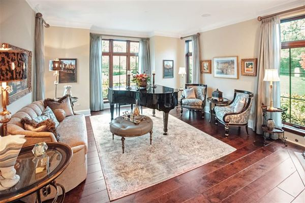 Mansions grand estate with endless features