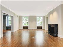 Luxury real estate a prestigious East Lake Shore Drive address