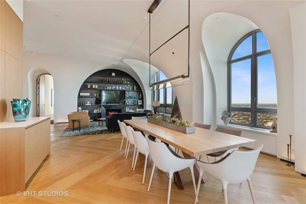 Mansions in remarkable architecturally significant residence