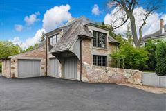 one-of-a-kind residence in HINSDALE luxury real estate