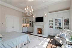 Luxury properties Magnificent Colonial style home