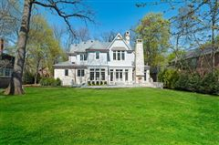 Magnificent Colonial style home luxury homes