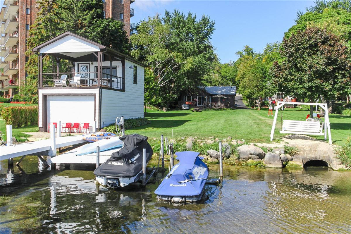 Great for investment or family on the lake luxury properties