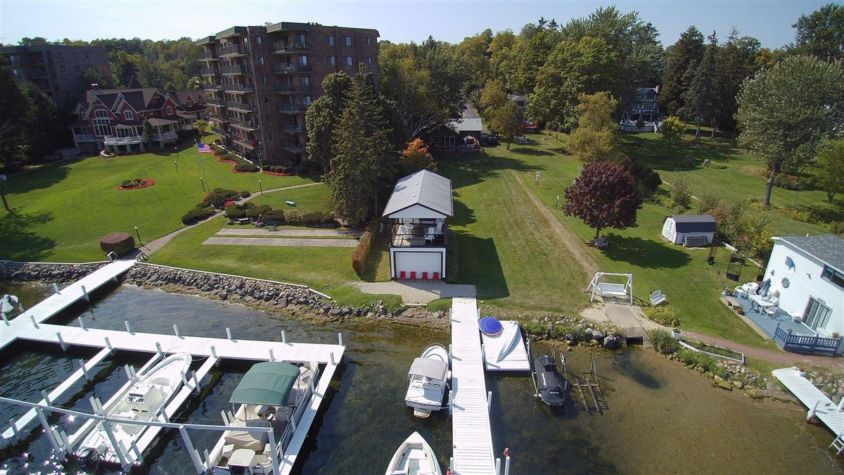 Great for investment or family on the lake mansions