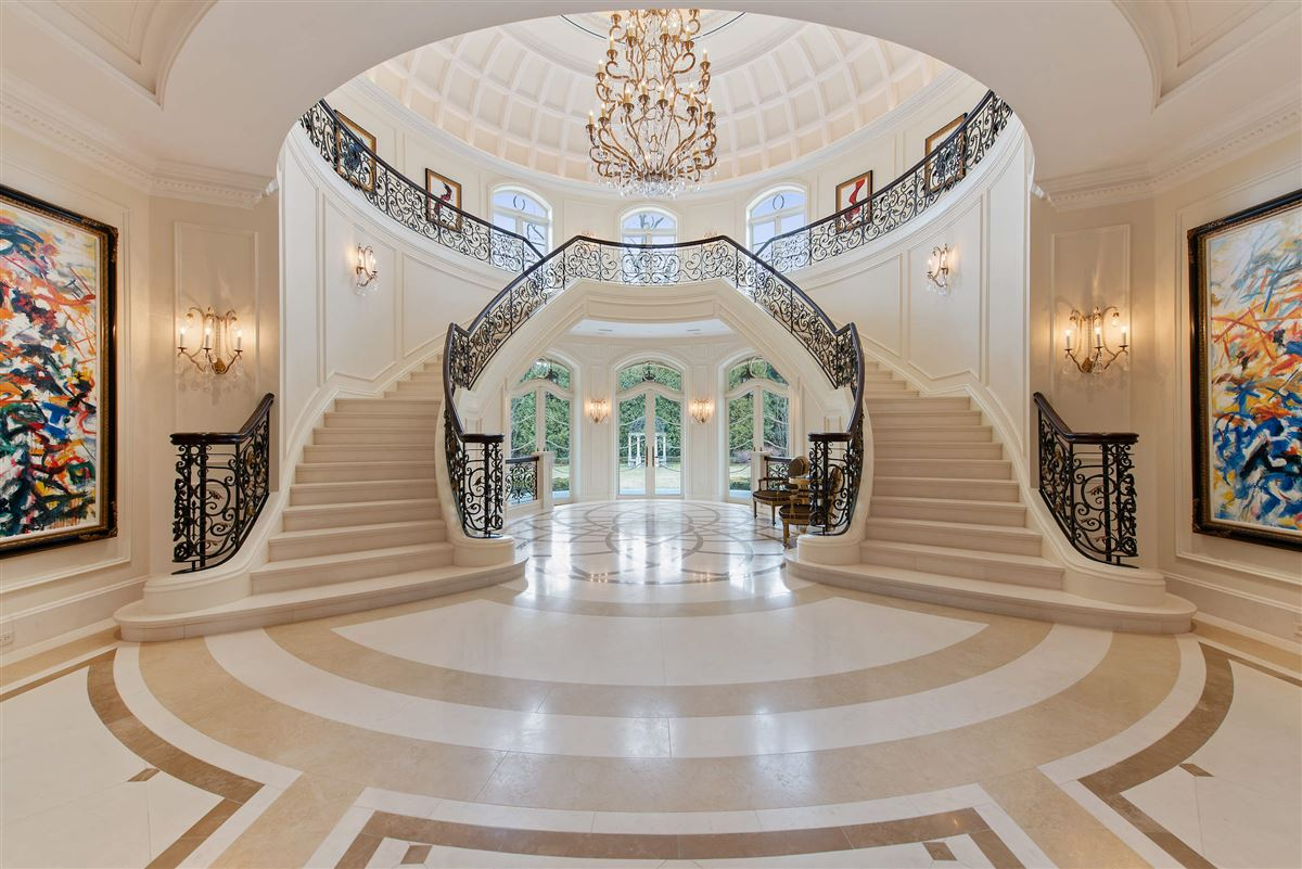 Luxury homes A starstruck beauty