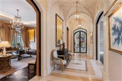 Luxury real estate A starstruck beauty