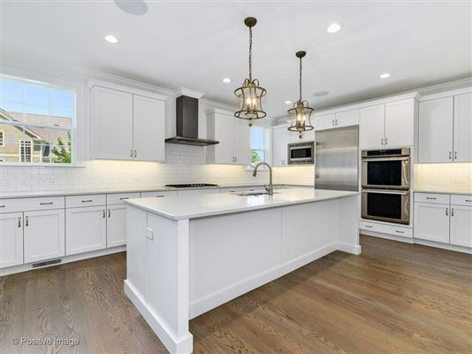 Gorgeous Anets Woods home with amazing upgraded features luxury homes