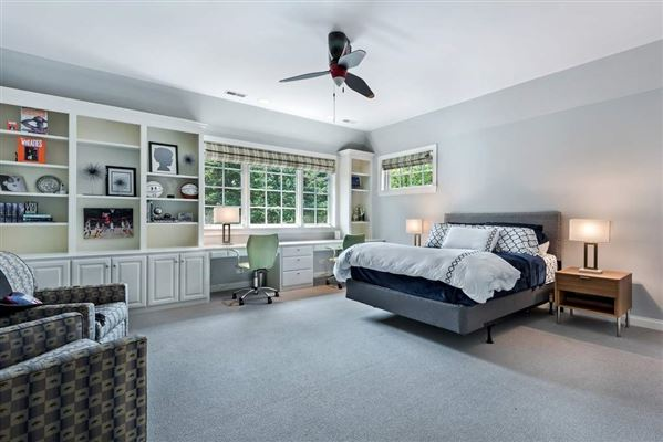 Luxury homes in ultra chic East Kenilworth home