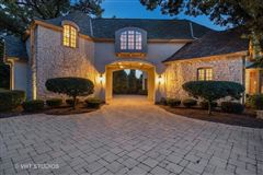 Luxury homes in Libertyvilles most spectacular location