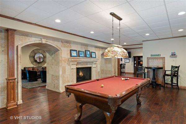 Luxury properties Libertyvilles most spectacular location