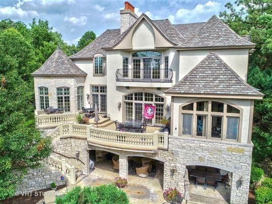 Libertyvilles most spectacular location mansions