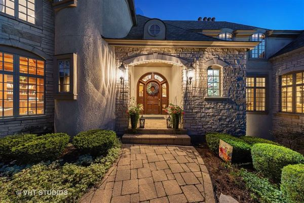 Luxury homes Libertyvilles most spectacular location