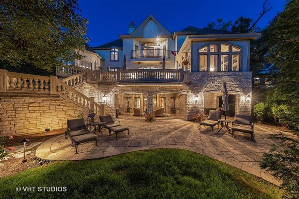 Libertyvilles most spectacular location luxury homes