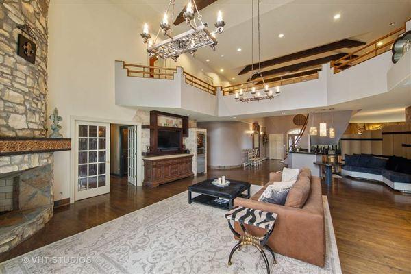a elegant estate mansions