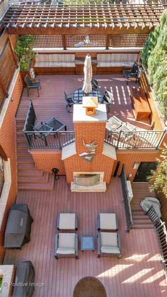 Luxury homes in a fabulous Lincoln Park block