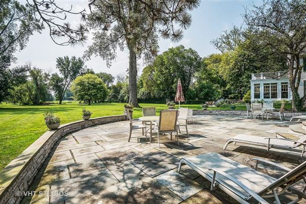 Stunning property on Winnetka Golf Course luxury real estate