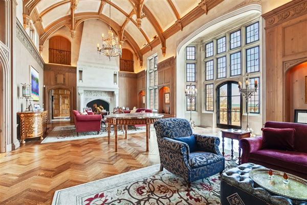 Mansions magnificent estate overlooking Lake Michigan