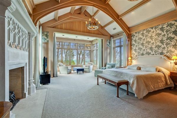 Luxury homes in magnificent estate overlooking Lake Michigan