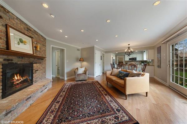 this Hinsdale gem is sure to please luxury real estate