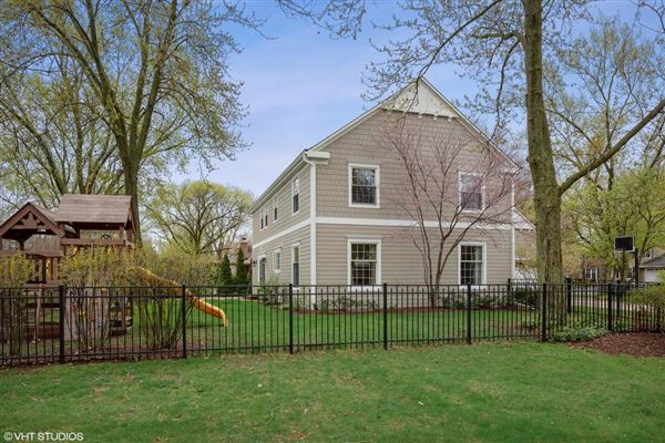 this Hinsdale gem is sure to please luxury homes