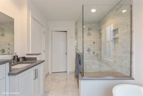 Luxury properties Customize this new construction home