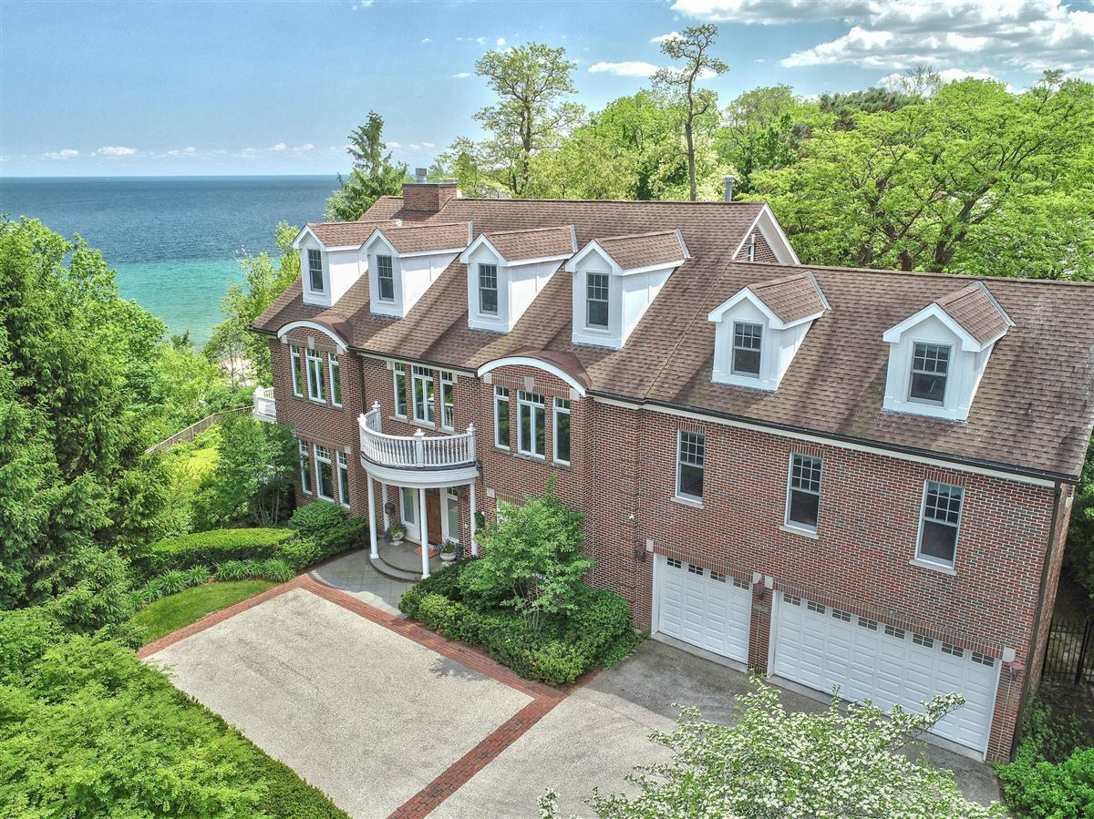 Luxury homes in Beautiful home with lots of views