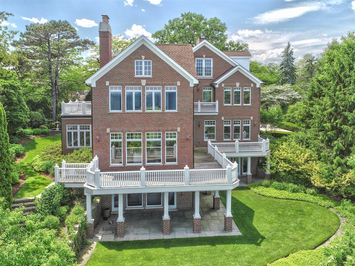 Mansions in Beautiful home with lots of views