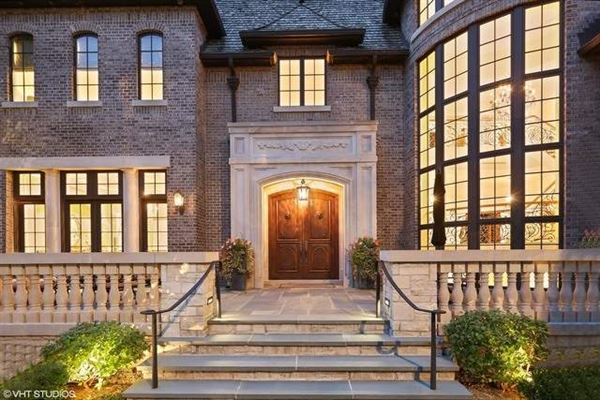 Luxury properties Elegant Estate in prestigious Barrington Hills