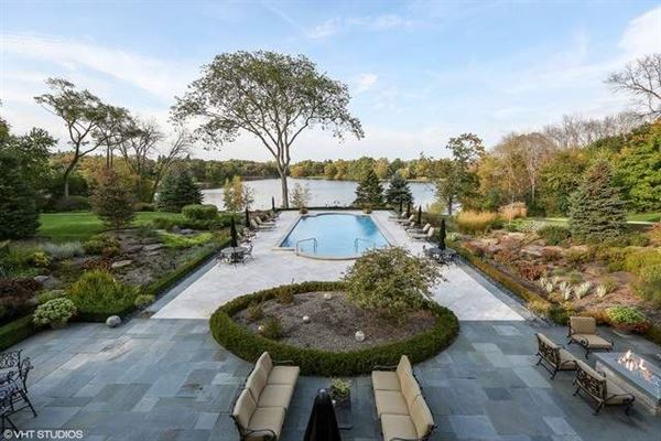 Elegant Estate in prestigious Barrington Hills luxury properties